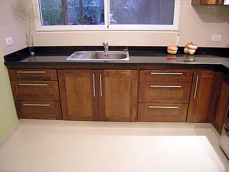 Amoblamiento de cocina en madera de cedro macizo combinado - Como hacer cocinita de madera ...