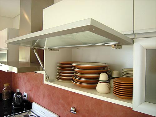 Mueble de cocina realizado a medida en melamina blanco - Pomos para puertas de cocina ...