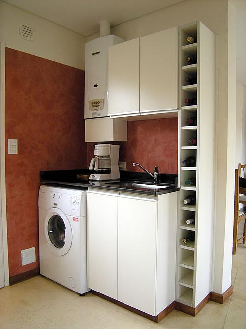 Mueble de cocina realizado a medida en melamina blanco for Mueble esquinero de melamina
