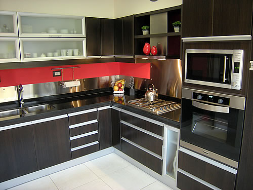 Cocina melamina roble moro m rmol negro uruguayo for Cocinas amoblamientos modernos