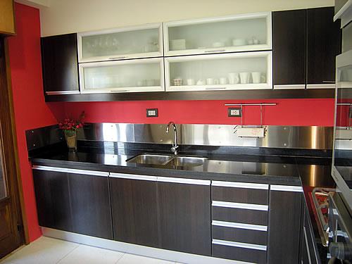 Cocina melamina roble moro m rmol negro uruguayo - Amoblamientos de cocina modernos ...