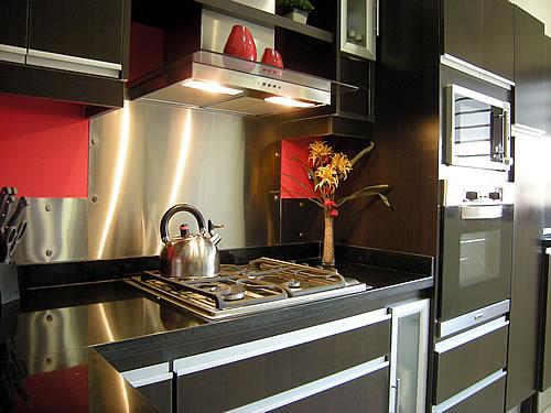 Cocina melamina roble moro m rmol negro uruguayo for Amoblamientos de cocina modernos