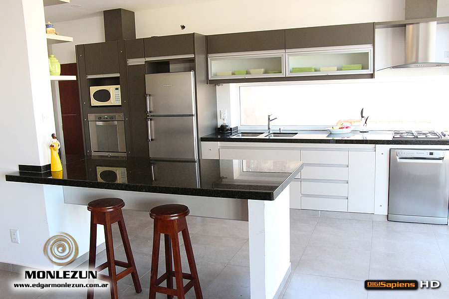 Amoblamiento cocina melamina color litio combinado con titanio for Amoblamientos as