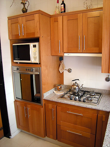 Mueble de cocina en cedro seleccionado puertas en cedro for Frentes de muebles de cocina