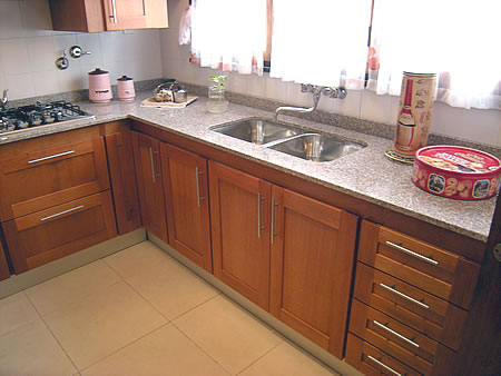 Mueble de cocina en cedro seleccionado puertas en cedro - Ideas muebles cocina ...