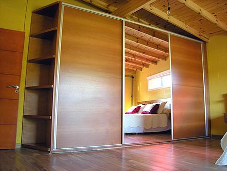 Placares a medida sistema corredizo puertas enchapadas en for Amoblamientos para dormitorios